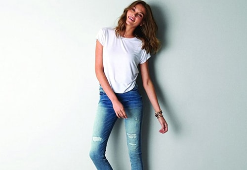 6. White tee and ripped jeans